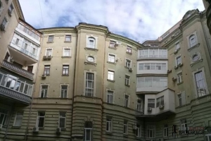 вул.Богдана Хмельницького, 32